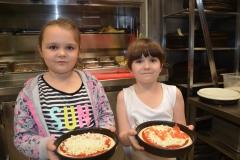 Pizze Lenki i Gosi zaraz będą się piekły.