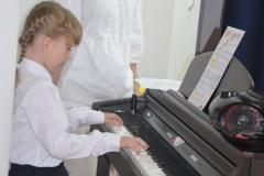Ola przy pianinie