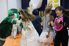 Żyrafka Ola i Laura-die Katze w tańcu.
