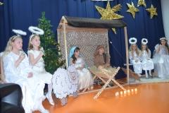 Maryja i Józef oraz aniołki.