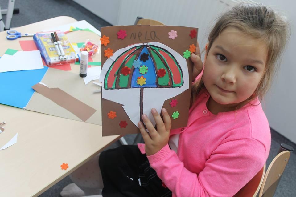 Nela i jej parasolka