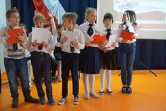 Klasa 3a przeprowadza Quiz z wiedzy o Majowych świętach.