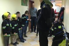 Mali strażacy.