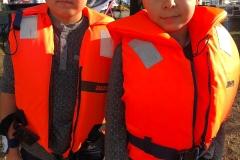 Hubert i Szymon gotowi do żeglowania.
