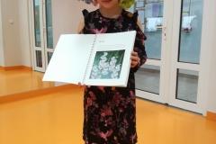 Karolinka i jej piękny album o kwiatach