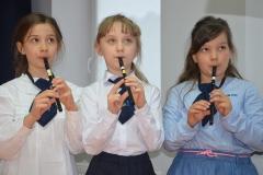 Karinka, Ola i Nela pięknie grają na flażoletach.