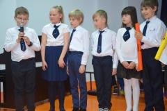 Klasa 3a - Krzyś przy mikrofonie.