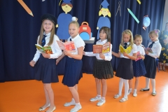 """""""Pociąg do książki"""" piosenka w wykonaniu Weroniki, Zuzi, Agatki, Laury , Karolinki i Hani."""