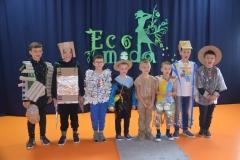 Eko-moda w wykonaniu chłopców z kl. 0-3.