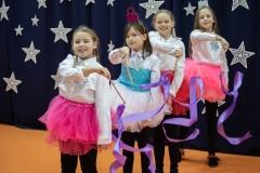 Taniec bombek (H}Gosia, Laura, Karolina i Hania).
