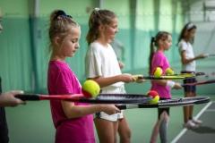 Tenis - ćwiczenie równowagi.