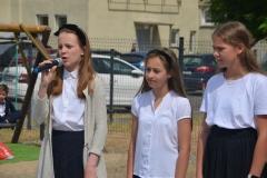 Hania, Zuzia, Gabrysia - uczennice z kl. 6a.
