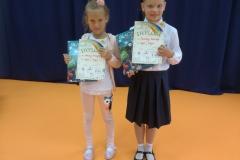 Karolina i Vanessa  nagrodzone w Konkursie ekologicznym.